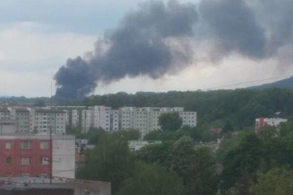 Oblak dymu bolo vidieť až z Priekopy.