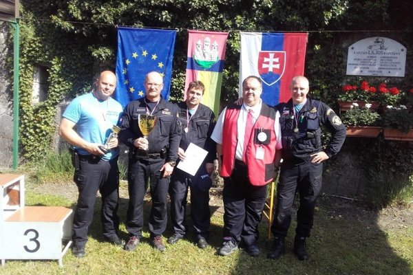 Úspešní mestskí policajti.