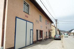 Budova vcentre dediny potrebuje komplexnú opravu.