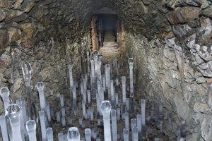 Štôlňa Ľudmila-ľadové stalagnity