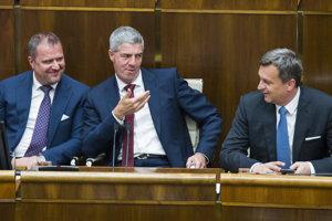 9. máj 2018. Zľava podpredsedovia NR SR Andrej Hrnčiar a Béla Bugár (obidvaja Most-Híd) a predseda NR SR Andrej Danko (SNS) počas rokovania 31. schôdze NR SR.
