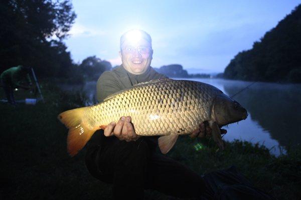 Ranná rybačka na Bodovskom rybníku pri obci Krivosúd - Bodovka pri Beckove.