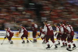 Hráči Lotyšska počas rozkorčuľovania.