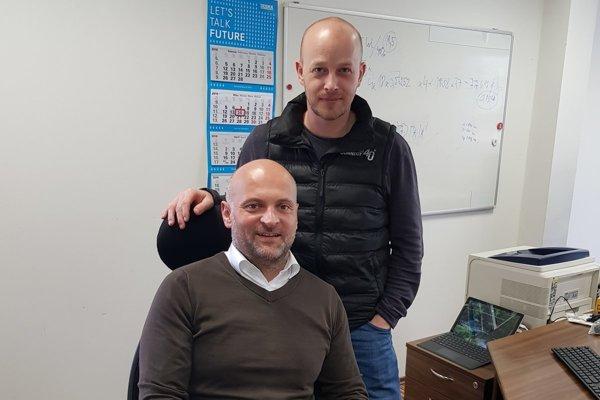 Zľava managing director pre Slovensko Wolfgang Tarrach a konateľ firmy Branislav Pavlík.