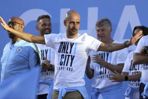 Španielsky futbalový tréner Pep Guardiola predĺžil zmluvu s Manchestrom City o tri roky.