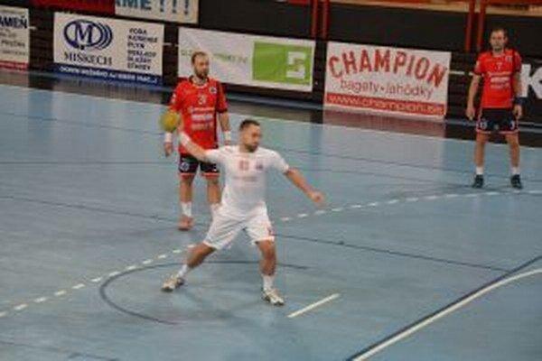 Jozef Kozák (v bielom) dal v Modre šesť gólov.