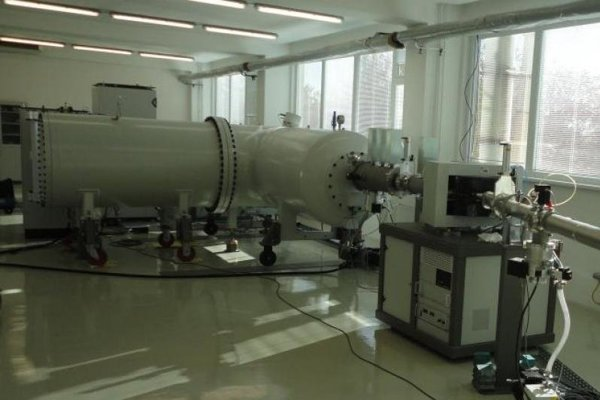 Tandemový elektrostatický urýchľovač.