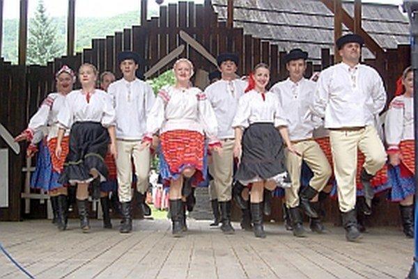 Považanci na Marikovských folklórnych slávnostiach 2014.