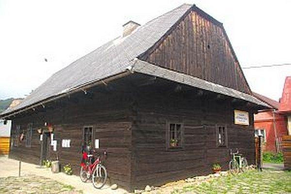 Budova školy je v pôvodnom stave aj na pôvodnom mieste.