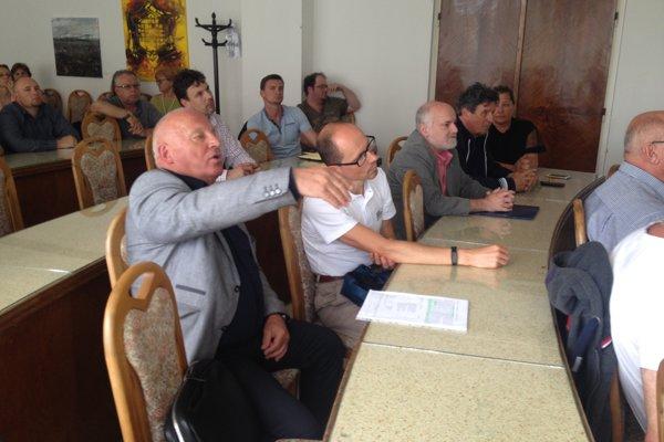 Petičný výbor sa sformoval v búrlivej atmosfére verejného prerokovania zámeru.