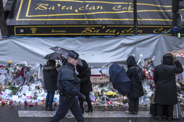 Zatknutie dievčat nasledovalo takmer štyri mesiace po krvavých útokoch v Paríži.