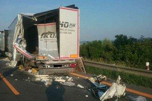 Ranná dopravná nehoda paralyzovala dopravu na D1.