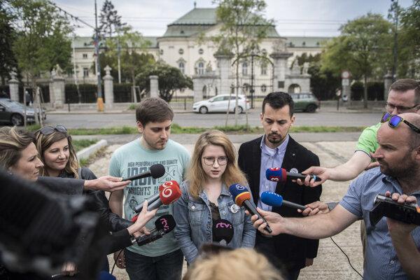 Peter Nagy, Karolína Farská, Juraj Šeliga z iniciatívy Za slušné Slovensko.