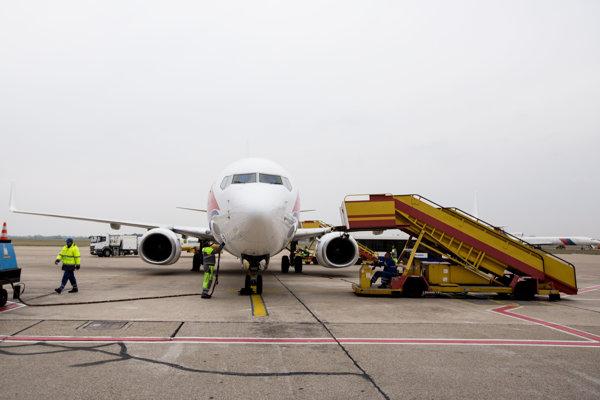 Lietadlo na letisku M. R. Štefánika v Bratislave.
