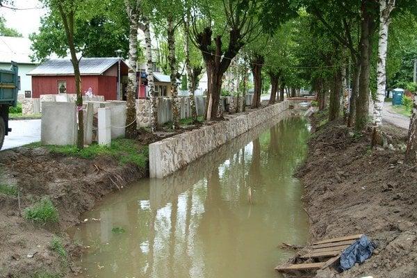 Regulácia potoka potrvá do júla.