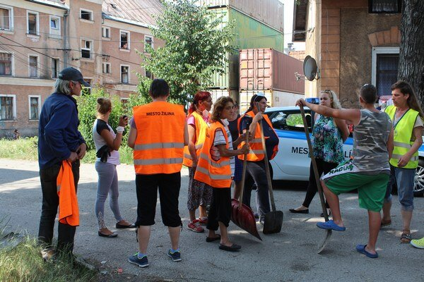 Aktivační pracovníci na Bratislavskej.