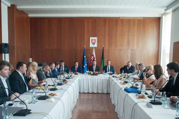 Výjazdové rokovanie vlády vo Veľkom Krtíši.