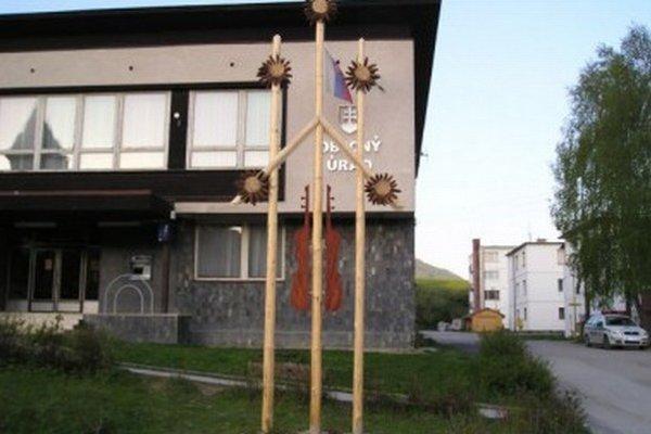 V priestoroch obecného úradu v Terchovej je galéria s výstavou.