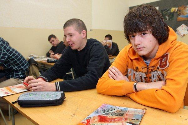 Pre prvákov na stredných školách otvoria 288 tried.