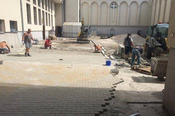 Divadelné nádvorie počas rekonštrukcie.