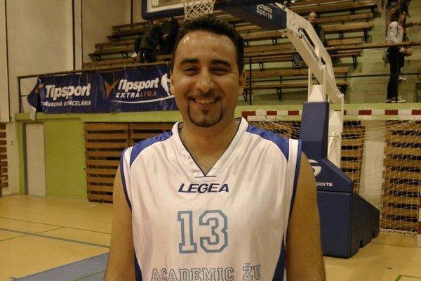 Petko Petkov sa okrem basketbalu venuje práci a rodine.