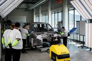 V nitrianskom závode Jaguar Land Rover aktuálne pracuje viac ako 1300 ľudí.