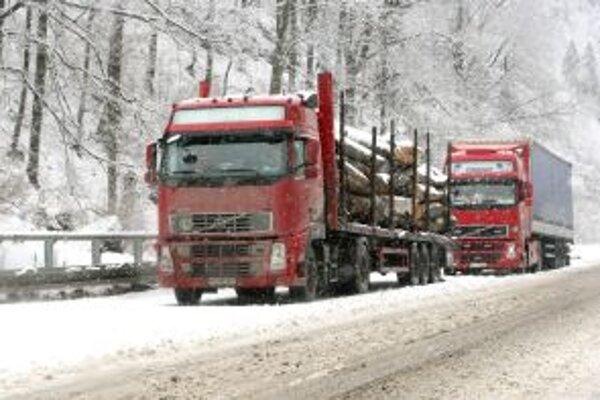 Nákladné autá do horských priechodov Makov a Svrčinovec nesmú.