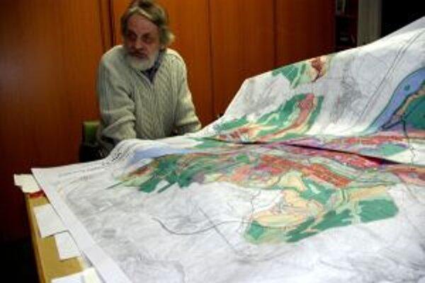 Autor územného plánu, architekt Vladimír Barčiak so svojím dielom.