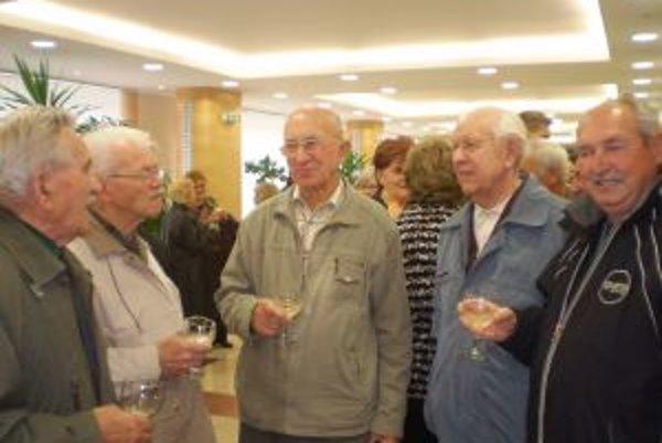 Milan Badík (druhý zľava). S ďalšími členmi klubu, ktorí sa snažia o múzeum.