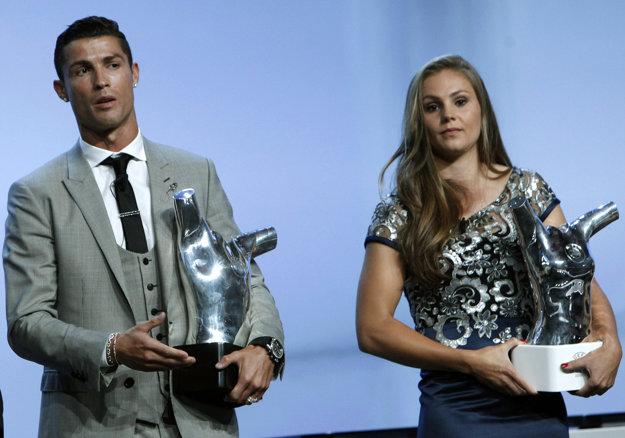 Lieke Martensová na ilustračnej snímke s Cristianom Ronaldom.