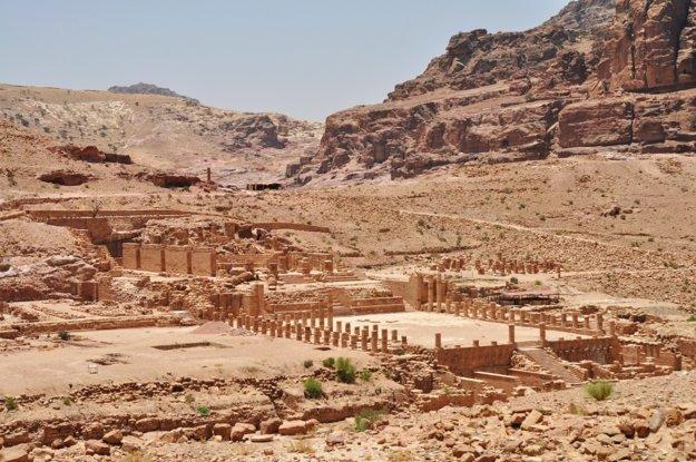 Petra a jej ruiny ukryté v púšti
