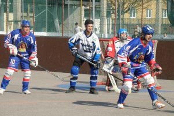 Double team Pov. Bystrica (v bielom) získal doma šesť bodov.