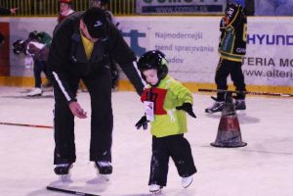 Na začiatku je pre najmenších hokej skôr hra ako šport.