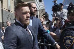 Hviezda miešaných bojových umení (MMA) Conor McGregor sa postavil pred súd.