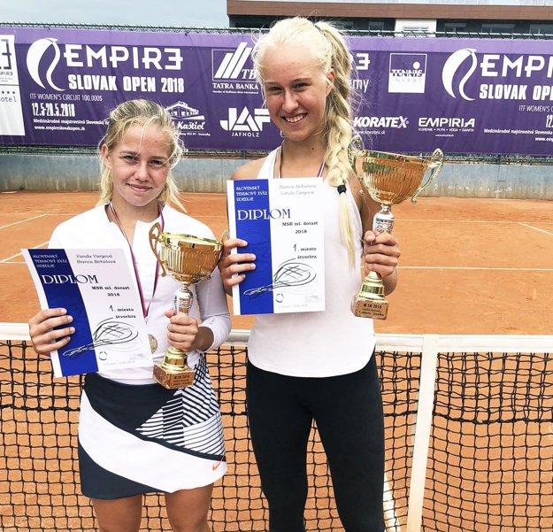 Víťazky štvorhry - Vanda Vargová a Bianca Behúlová.