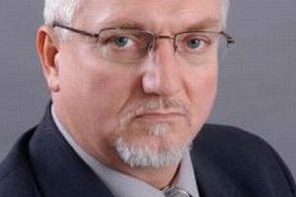 Viktor Vallo. Oficiálne sa vzdal svojej funkcie.