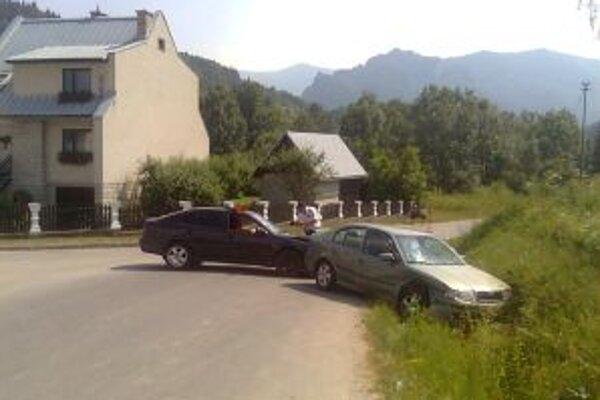 Vodič čiernej Octávie vytlačil z cesty zelenú Octáviu.
