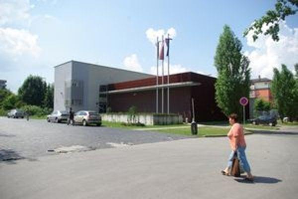 Expozitúra Národnej banky Slovenska v Žiline. Jej pokladničné hodiny pre verejnosť sú v čase od  7.30 h – 12.00 h. Ústredie NBS v Bratislave má otvorené pre verejnosť od 7:00 do 11:00 hod.