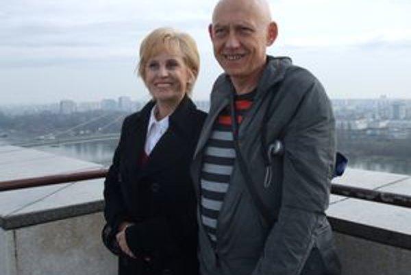 Primár Jánoš s manželkou.