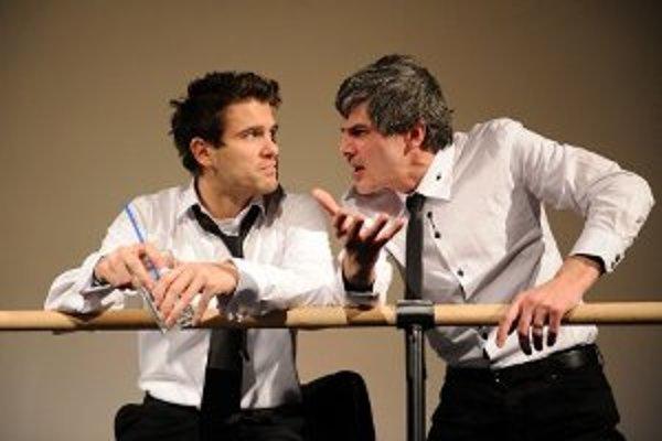 Ján Dobrík (vľavo) a Boris Zachar v najnovšej inscenácii Mestského divadla Žilina.