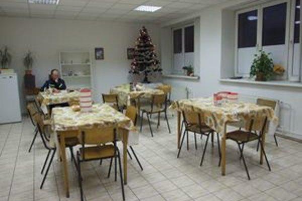 V jedálni majú hasiči, stromček. Tu tí službokonajúci strávia Vianoce.