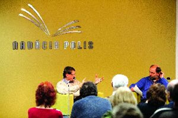 Peter Križan a Peter Žaloudek v rámci Filozofickej kaviarne hovorili o genetike.