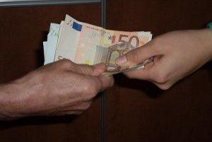 Podvodníci čakajú na chybu pokladníkov.