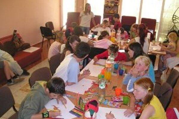 Tvorivé dielne. Organizácie spolupracuje aj s dobrovoľníkmi.