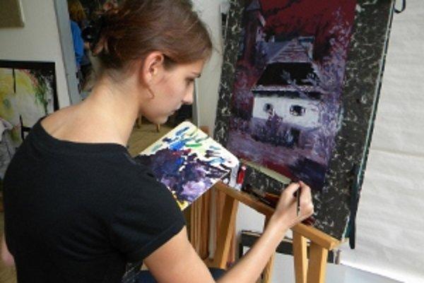 Barbora Šulová z 3. ročníka sa tiež pripravuje na výstavu.