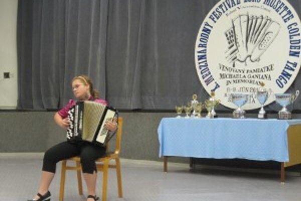 Aj mladá, talentovaná Simonka Straková sa zúčastnila festivalu a súťažila.