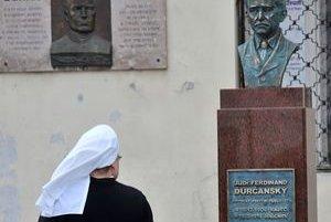 Socha Ferdinanda Ďurčanského na námestí v Rajci.