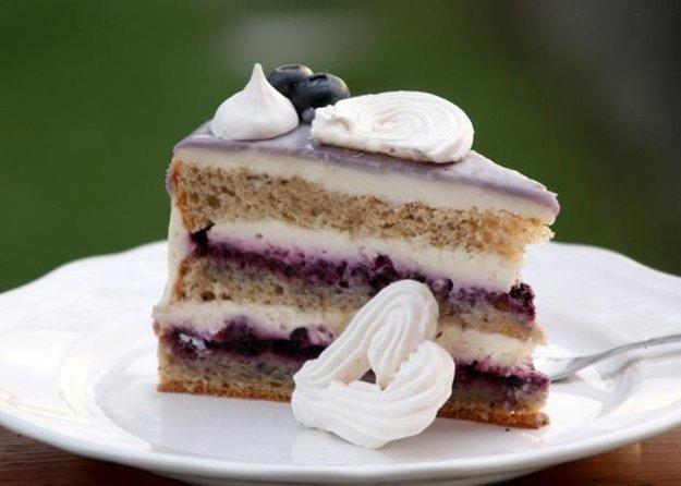Čučoriedková drip torta