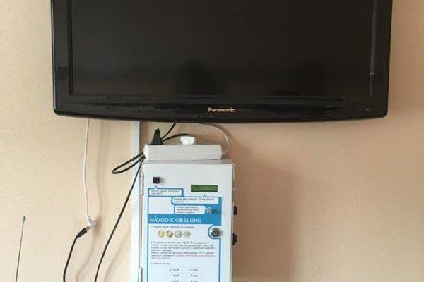 Ak si pacienti na izbách v Špecializovanej nemocnici sv. Svorada v Nitre na Zobore chcú pozrieť televíziu, musia si zaplatiť.