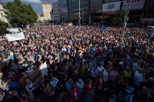 Na Námestie SNP v Bratislave prišlo niekoľko tisíc ľudí.